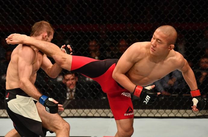 Kyoji Horiguchi venceu Ali Bagautinov por decisão unânime (triplo 30-27) (Foto: Getty Images)