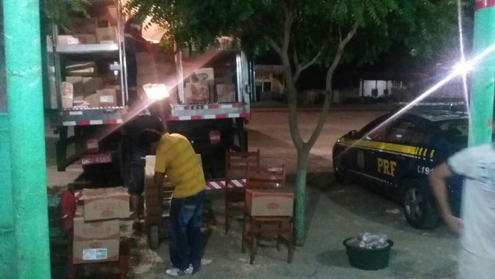 Carga roubada foi recuperada em uma churrascaria (Foto: Divulgação/PRF)