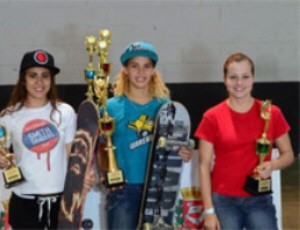 Gabriela conquistou a sexta etapa do Circuito Sampa Skate (Foto: Divulga&#231;&#227;o / Prefeitura de Praia Grande)