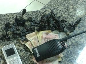 Material foi apreendido com um homem em Macaé (Foto: Divulgação/ Polícia Militar)