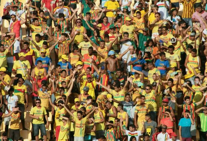 Torcida do Sampaio realizou protesto após nova derrota em casa na Série B (Foto: Biaman Prado / O Estado)