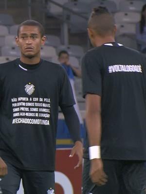 Jogadores do Tupi-MG entram em campo com camisa de apoio ao Tinga (Foto: Reprodução\ PFC)