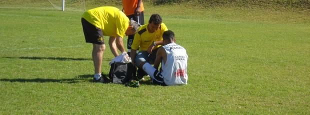 Sueliton pé direito treino Criciúma (Foto: João Lucas Cardoso)