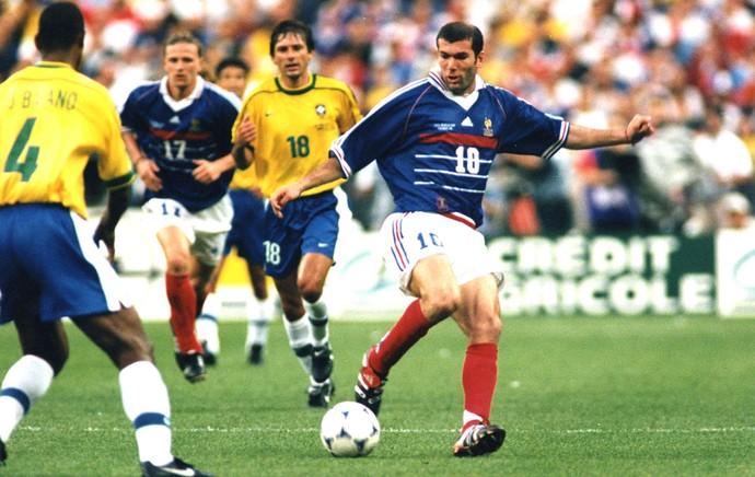 98a33dfd18 Copa do Mundo 1998 - Zidane França (Foto  Agência AP )