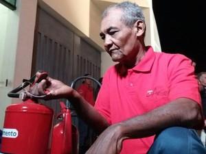 Osvaldo se tornou inspiração para alunos do curso de bombeiro civil  (Foto: Cláudio Nascimento/TV TEM)