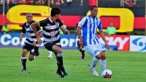 lance da partida entre Vitória e Avaí (Foto: Erik Salles / Agência Estado)