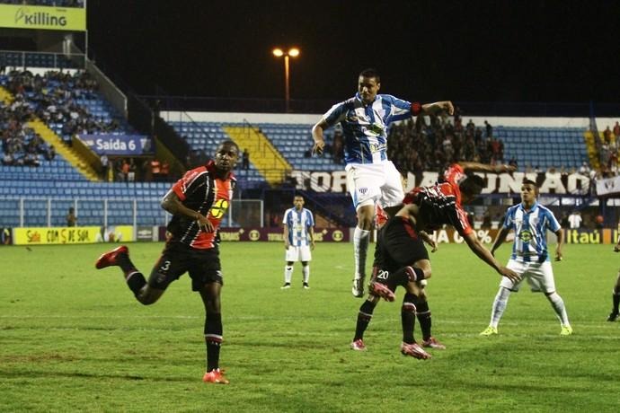Botafogo negocia com o atl tico mg empr stimo do zagueiro for Aereo barcelona paris