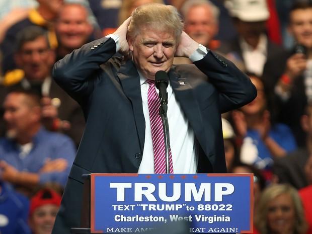 Donald Trump fala a eleitores durante comício em Charleston, West Virginia, na quinta (5) (Foto: Mark Lyons/Getty Images/AFP)
