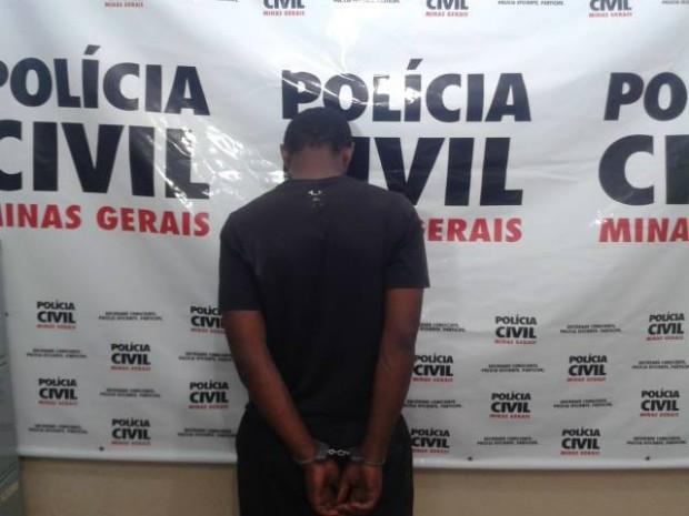 Criminoso foi detido e encaminhado para delegacia da Plícia Civil em Uberaba (Foto: Alex Rocha/G1)