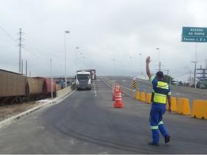 Viaduto que dá acesso ao Porto de Santos é inaugurado, mas ainda não resolve trânsito de caminhões (Foto: Anna Gabriela Ribeiro/G1)