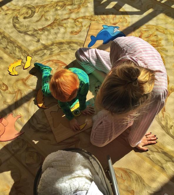 A modelo com o filho  (Foto: Reprodução/Instagram)