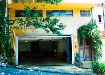 Fachada do Teatro Garagem, em São Paulo (Foto: Katia Lombardo)