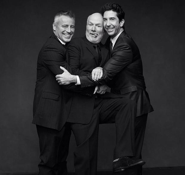 Matt LeBlanc e David Schwimmer com o diretor James Burrows (Foto: Reprodução/Instagram)