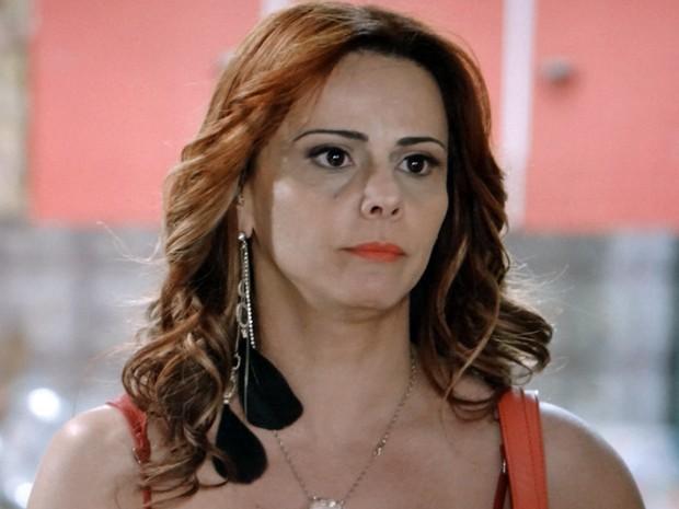 Naná não quer revelar seu segredo para o cabeleireiro (Foto: Império/TV Globo)