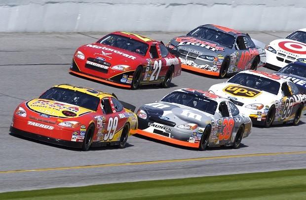 Para Nelsinho Piquet, a Nascar é exemplo de aproximação dos fãs com o automobilismo (Foto: United States Air Force)
