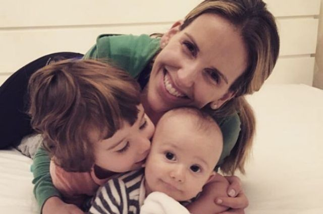 Mariana Ferrão com os filhos, Miguel e João (Foto: Reprodução)