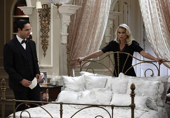 Celso e Sandra tramam para encontrar Candinho antes do detetive Jack (Foto: Inácio Moraes/Gshow)