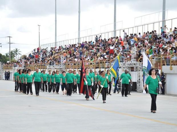 Idosos participam de desfile na manhã desta segunda-feira (7) (Foto: Divulgação/Prefeitura de Campos)