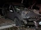 Carro derruba poste em MT, atropela criança de 6 anos e dois adultos