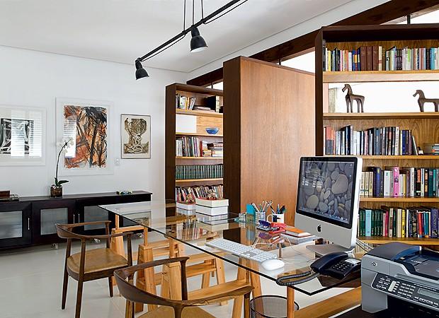 home office 3 projetos de decora o para trabalhar em casa casa e jardim escrit rio. Black Bedroom Furniture Sets. Home Design Ideas