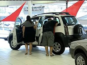 Prorrogação da redução do IPI dos automóveis deve estimular as vendas (Foto: Reprodução / TV Globo)