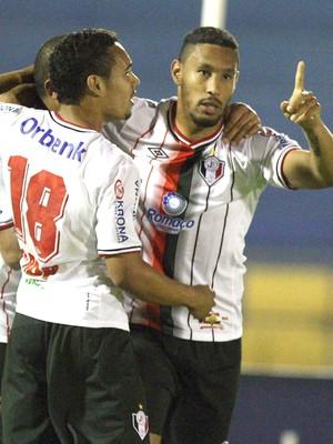 Bruno Aguiar comemora gol do Joinville contra o Icasa (Foto: Miséria.com / Futura Press)