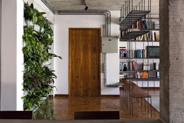 Apartamento se renova com estilo industrial e ambientes integrados