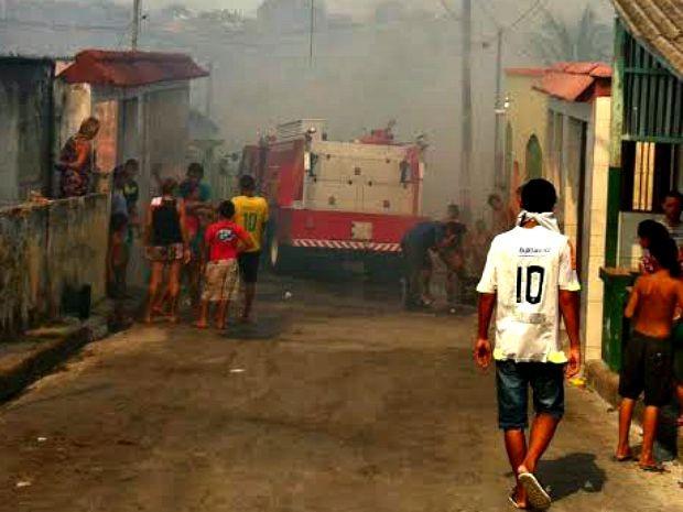 Moradores foram orientados a deixar casas (Foto: Rickardo Marques/G1 AM)