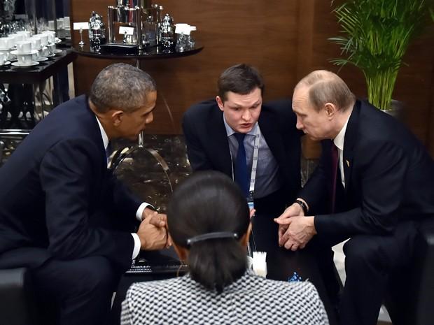 Os presidentes dos Estados Unidos, Barack Obama, e da Rússia, Vladimir Putin, durante a cúpula do G20 neste domingo (15) (Foto: RIA-Novosti, Kremlin Pool Photo via AP)