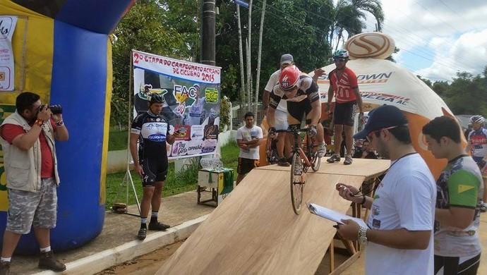 2ª etapa do Campeonato Acreano de Ciclismo na Ufac (Foto: Alexandre De La Torre/Arquivo pessoal)