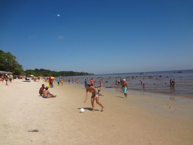 Praia do Caripi, em Barcarena, fica distante cerca de 87 quilômetros de Belém (Foto: Natália Mello/G1)