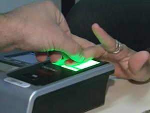 Sistema biométrico de votação usa tecnologia nas eleições (Foto: Reprodução EPTV)