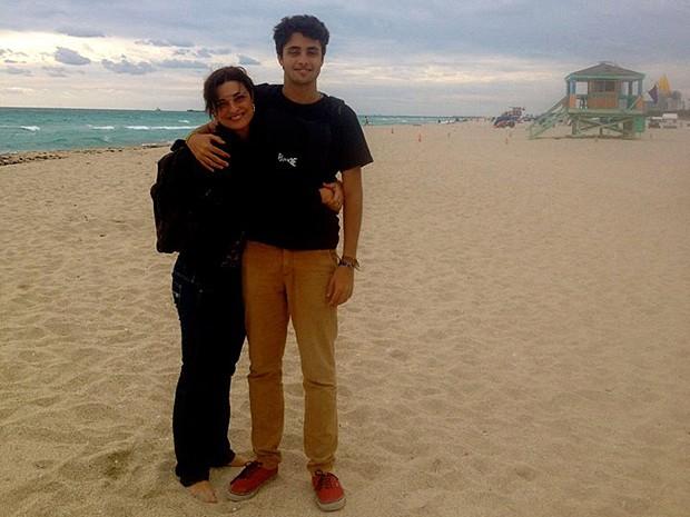 Daniela Pessoa com o filho, Lucas, de 18 anos (Foto: Arquivo Pessoal)