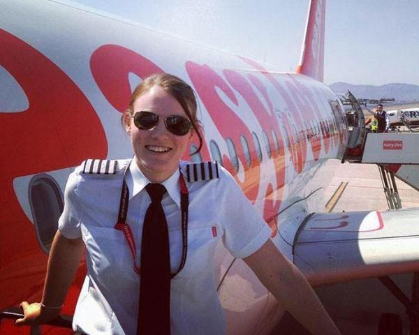 Kate McWilliams se tornou a comandante mais jovem do mundo (Foto: Reprodução Facebook)