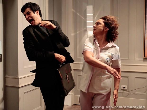 Ordália estapeia Félix nos corredores do hospital (Foto: Pedro Curi / TV Globo)