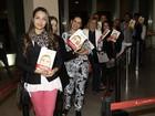 Fãs fazem fila no lançamento de biografia de Andressa Urach em SP