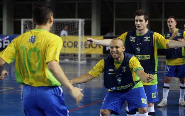 Fernandinho, Ciço e Gadeia, jogadores da seleção brasileira de futsal (Foto: Zerosa Filho-CBFS)