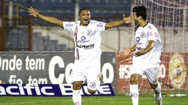 Lima comemora gol o Joinville contra o Guaratinguetá  (Foto: Jefferson Martins / Agência Estado)