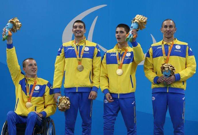 Ucrânia conquistou a medalha de ouro no revezamento 4x100 livre da natação da Paralimpíada de 2016 (Foto: Getty Images)