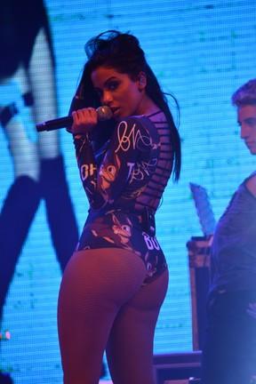 Anitta em show em Gravatá, interior de Pernambuco (Foto: Felipe Souto Maior/ Ag. News)