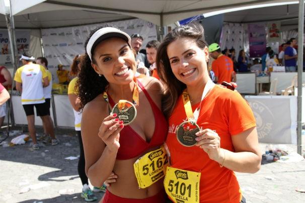 Lorena Fafá e a preparadora física Isabela Dias (Foto: Bruna Borjaille)