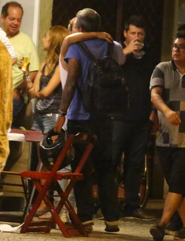 Paolla Oliveira curte noite romântica com o namorado, Rogério Papinha