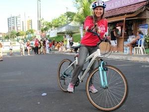 Daniela Branches aprende a pedalar corretamente (Foto: Katiúscia Monteiro/ TV Amazonas)