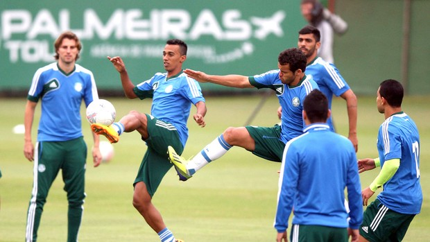 jogadores treino Palmeiras (Foto: Marcos Ribolli / Globoesporte.com)