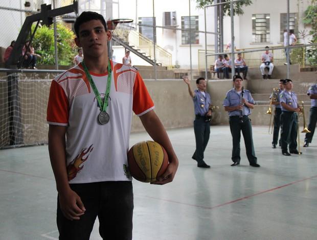 Lucas Santos, o Xapuri, tem apenas 15 anos basquete acre (Foto: João Paulo Maia)