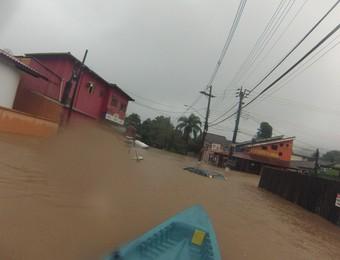 Chuva São Sebastião Maresias (Foto: Andre Motta Waetge/Arquivo Pessoal)