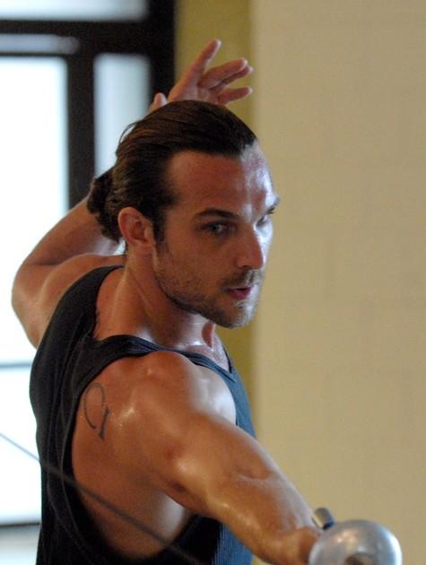 Igor Rickli em aula de esgrima (Foto: TV Globo)