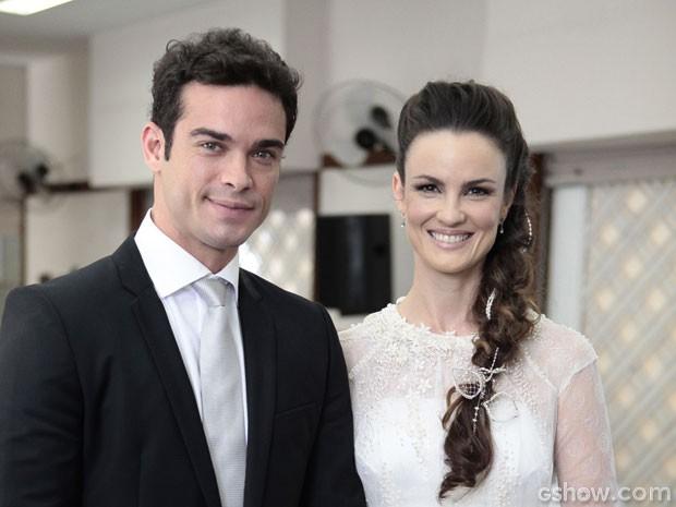 Gina e Elias no dia do  casamento (Foto: Pedro Curi / TV Globo)