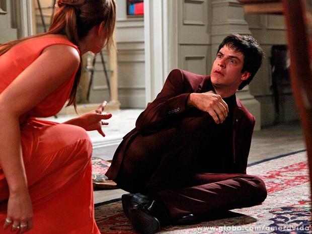 Félix fica aterrorizado com a atitude de Paloma, que põe todo o ódio para fora (Foto: Ellen Soares / TV Globo)