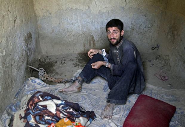 Mihrab Gul, de 25 anos, está em Ali Baba por ser viciado em drogas (Foto: Rahmat Gul/AP)
